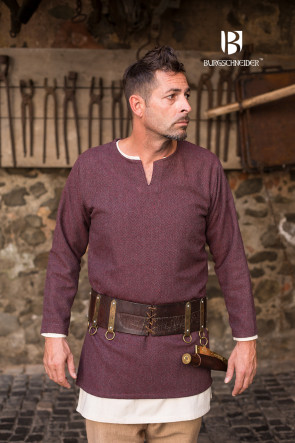 Burgundy Herringbone Pattern on Tunic Tyr